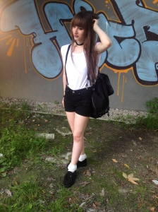 1 Teil 5 Styles Outfit Hotpants Hosenträger edgy creepers Basic shirt