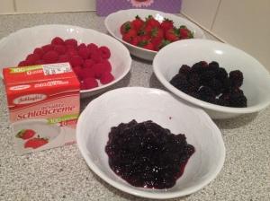 Beeren Torte Zutaten Himbeeren Brombeeren Erdbeeren vegane Sahne Schlagfix Pokeball
