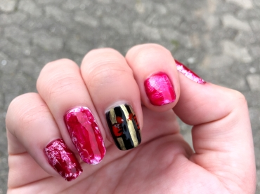 halloween-nails_bloody-prison-nails