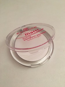 essence_all-about-matt_fixing-compact-powder
