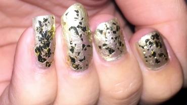 bold-glamour-metallic-mosaic-nailart