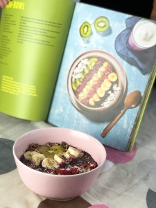 crispyrob_feel-good-rezepte_acai-bowl_vegan